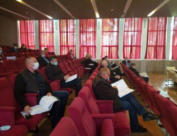 Şedinţă de Consiliu cu masca pe figură