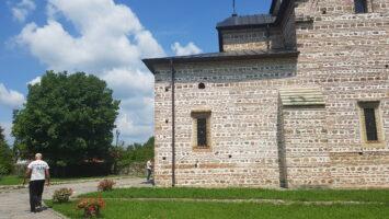 Din cele 16 biserici din Curtea de Argeş, 7 sunt monumente istorice
