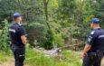 Bărbat amendat de jandarmi pentru că a aruncat gunoiul în pădure