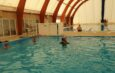 Bazinul de înot, luat cu asalt de copiii din comunele învecinate